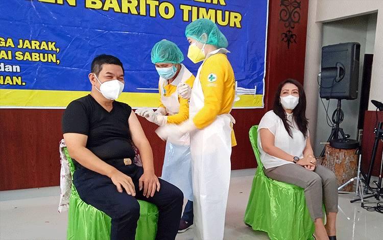 Kegiatan vaksinasi tahap II bagi pelayan publik di Barito Timur.