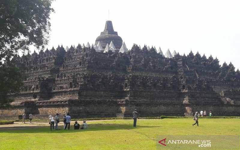 Taman Wisata Candi Borobudur mengajukan tambahan kuota pengunjung dari sebelumnya 4.000 orang per hari menjadi 10.000 orang per hari untuk mengantisipasi lonjakan wisatawan pada Lebaran 2021. (foto : ANTARA/Heru Suyitno)
