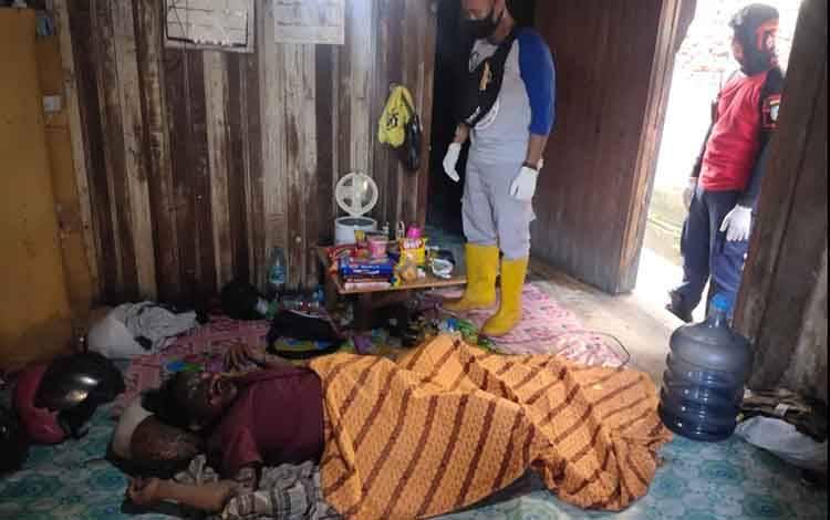 Penemuan mayat di rumah kawasan Pasar Keramat, Selasa, 20 April 2021.