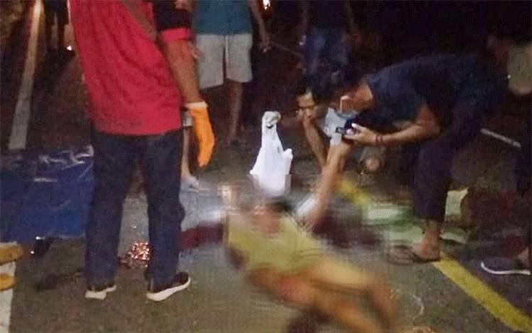 Mahlian (27), warga RT 03 Desa Tungkaran Kecamatan Martapura, Kabupaten Banjar tewas di tempat setelah menjadi korban tabrak lari.