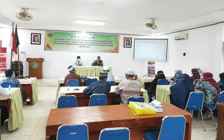 Perwira Seksi Teritorial (Pasiter) Kodim 1013/ Mtw, Kapten Czi Jony Forta Mangkuputi menghadiri dan memberikan materi wawasan kebangsaan, Rabu 21 April 2021.