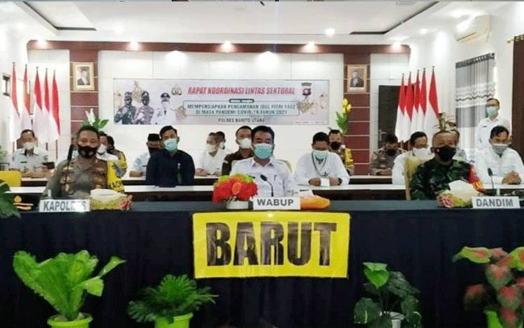 Wakil Bupati Barito UtaraSugianto Panala Putra menghadiri Rakor lintas sektoral dalam rangka mempersiapkan pengamanan idul fitri 1442 H/ 2021 M, di aula Anggrawina Jagratara PolresBarito Utara, Rabu 21 April 2021.