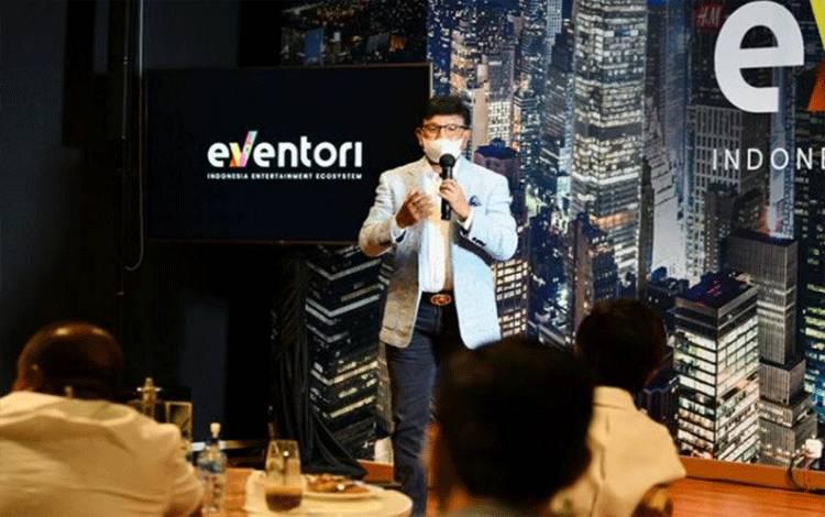 Menteri Komunikasi dan Informatika Johnny G. Plate pada acara buka puasa dan penyerahan bantuan solidaritas pelaku industri hiburan yang dilaksanakan Eventori di Jakarta, Rabu (28/04/2021) (ANTARA/HO-Kemenkominfo)