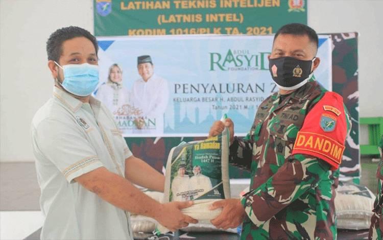 Penyaluran Zakat H Abdul Rasyid AS Melalui  Kodim 1016 Palangka Raya
