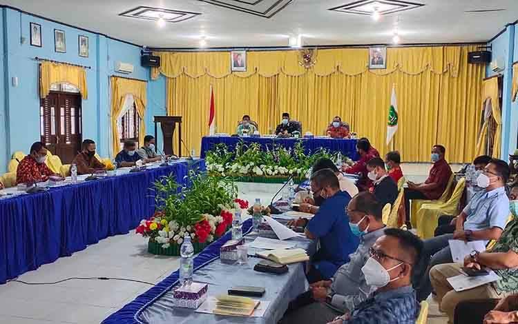 Pemkab Sukamara saat menggelar diskusi terkait pendirian PSDKU Polep beberapa waktu lalu.