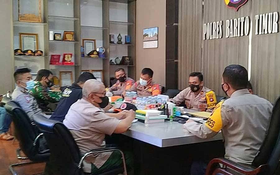 Rapat penanganan dan pengamanan kebijakan pemerintah terkait peniadaan mudik di Polres Barito Timur, Sabtu, 1 Mei 2021.