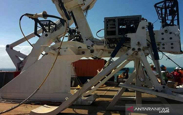 ebuah kapal sedang mengangkut kabel optik sepanjang 10 km untuk perbaikan jaringan komunikasi dan internet di Papua menyusul terputusnya jaringan kabel laut Sulawesi Maluku Papua Cable System (SMPCS)
