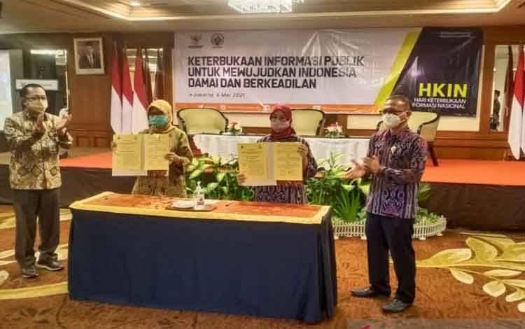 Komisi Informasi Pusat bersama Kementerian Desa Kementerian Desa, Pembangunan Daerah Tertinggal dan Transmigrasi (Kemendes PDTT) menandatangani perjanjian kerjasama guna mendukung keterbukaan informasi publik di desa