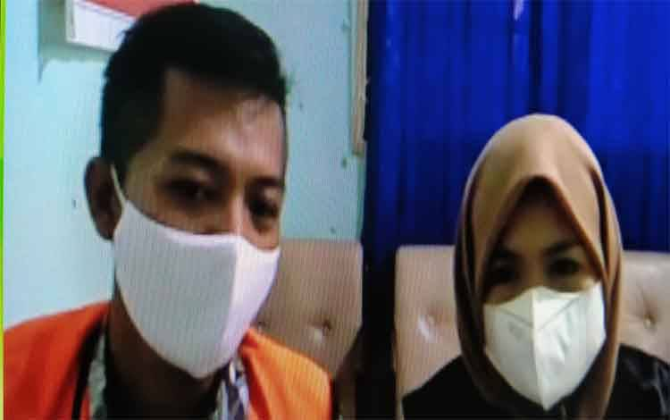 Heru Yulkurniawan terdakwa penipu modus beli sarang walet bersama penasehat hukumnya