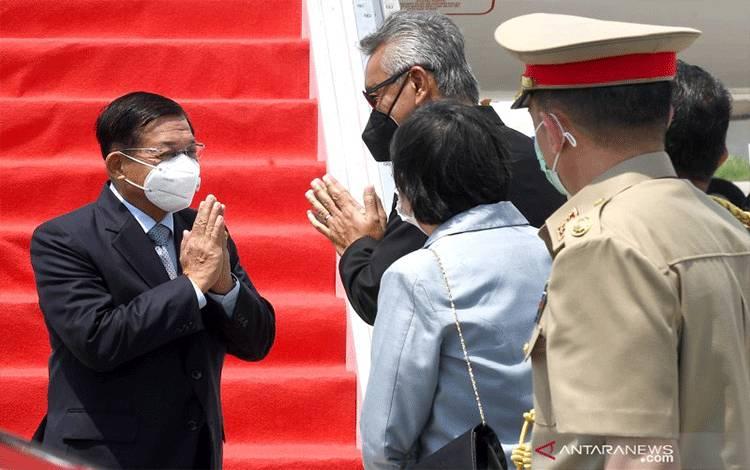 Panglima Junta Militer Myanmar Jenderal Min Aung Hlaing tiba di Bandara Soekarno-Hatta, Tangerang, Banten (24/4/2021). Jenderal Min Aung Hlaing datang untuk menghadiri KTT ASEAN 2021di Sekretariat ASEAN, Jakarta. ANTARA FOTO/Biro Pers-Rusan/hma/foc. (ANTARA FOTO/Rusman)