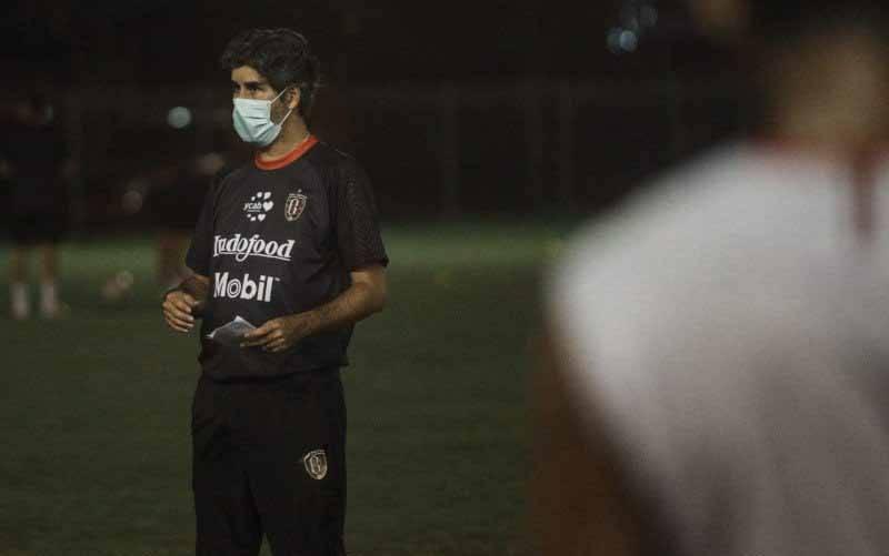 Pelatih Bali United FC Stefano Cugurra. (foto : HO/Baliutd.com)