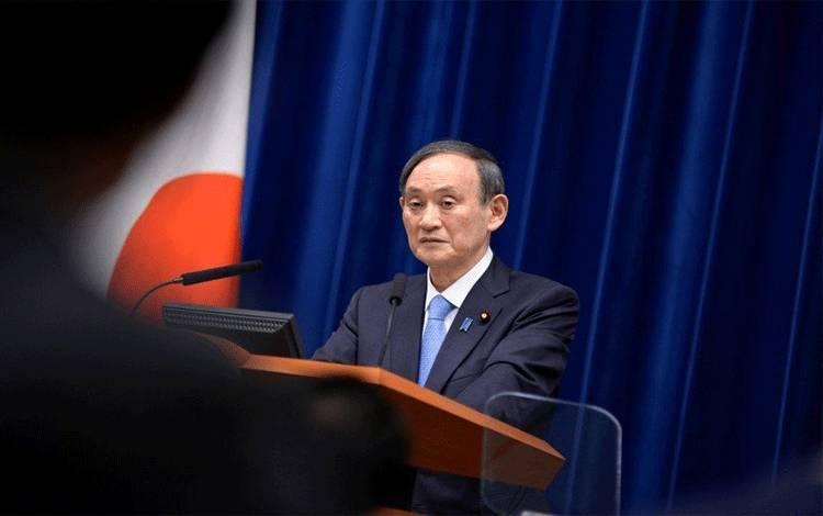 Perdana Menteri Jepang Yoshihide Suga dalam sebuah konferensi pers di kediaman resmi perdana menteri di Tokyo pada 2 Februari 2021. (David Mareuil/Pool via REUTERS)