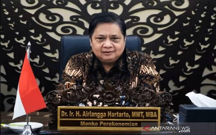 Dokumentasi. Menteri Koordinator Bidang Perekonomian RI Airlangga Hartarto pada acara Webinar Membangun Ekosistem Digital: Optimalisasi Potensi Ekonomi Digital Indonesia, yang diselenggarakan INJABAR Unpad, Jumat (23/4/2021). (ANTARA/HO-INJABAR Unpad/am.)