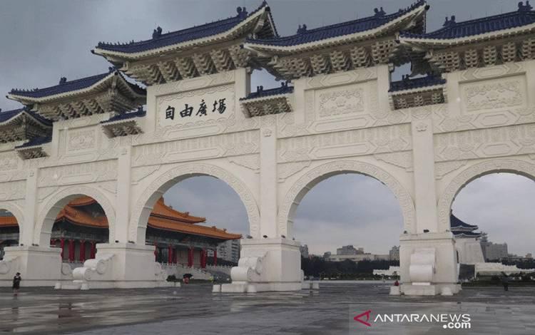 Dok - Pintu gerbang Chiang Kai Sek Memmorial Hall di Taipei, Taiwan. ANTARA/M. Irfan Ilmie