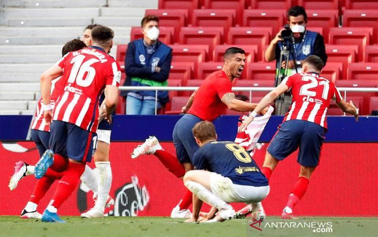 Selebrasi Luis Suarez setelah mencetak gol kemenangan Atletico Madrid lawan Osasuna di Wanda Metropolitano, Madrid, Spanyol pada Minggu (16/5/2021.REUTERS/JUAN MEDINA