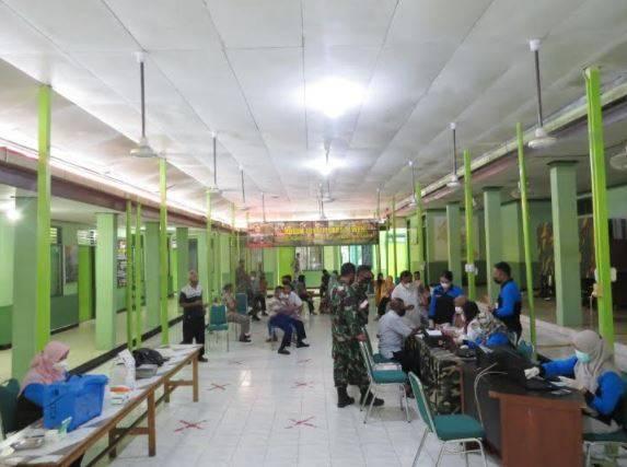 Pemberian vaksinasi Covid-19 kepada anggota Kodim 1013 Muara Teweh, Selasa 18 Mei 2021