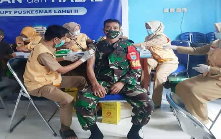 Vaksinasi covid-19 di Kecamatan Lahei bagai TNI, Lansia dan PNS, Selasa 18 Mei 2021
