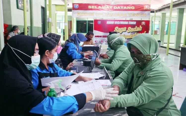 Pemberian vaksin covid-19 kepada para Persit Kodim 1013 Muara Teweh, Selasa 25 Mei 2021