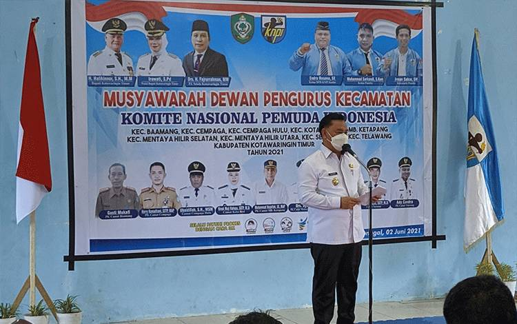 Bupati Kotim Halikinnor saat menyampaikan sambutan dalam kegiatan di KNPI Kotim.