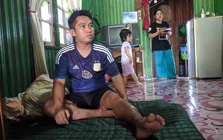Korban serangan buaya saat istirahat di rumahnya