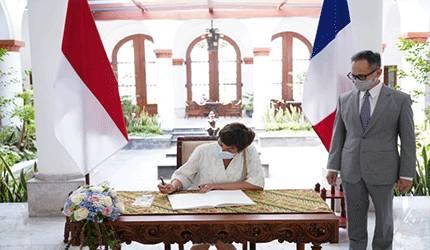 Wakil Menteri Luar Negeri RI Mahendra Siregar menerima kunjungan Menteri Kelautan Prancis Annick Girardin di Jakarta, Selasa (8/6), guna membahas langkah konkret merealisasikan potensi peningkatan kerja sama kedua negara, khususnya di bidang kemaritiman dan kelautan.
