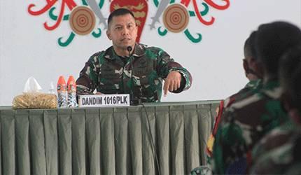 Dandim 1016/Palangka Raya Kolonel Inf I Gede Putra Yasa menyampaikan arahan sebelum berpindah tugas sebagai DAN Group 1 Kopassus.