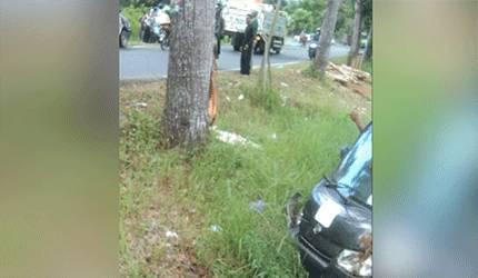 Kondisi mobil pikap yang mengalami kecelakaan di Jalan Trans Kalimantan Kelurahan Sei Pasah, Kecamatan Kapuas Hilir pada Jumat sore, 11 Juni 2021.