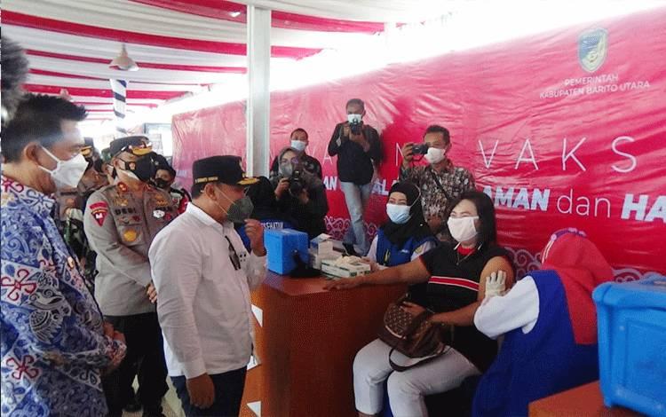 Gubernur Kalteng Tinjau Pelaksanaan Vaksinasi Massal di Barito Utara