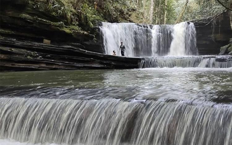 Salah satu objek wisata air terjun Jantur Doyam Pal 18 yang ada di Muara Teweh, Barito Utara.