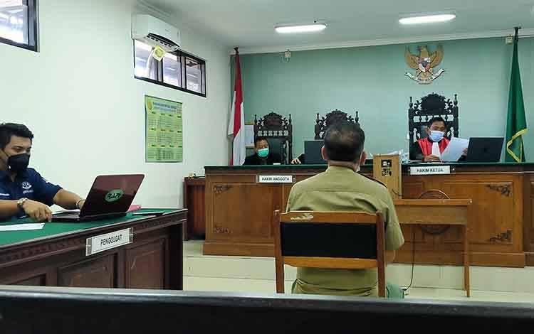 Sidang pedata antara M Abdul Fatah (penggugat) melawan Balai Pengamanan dan Penegakan Hukum Lingkungan Hidup dan Kehutanan Wilayah Kalimantan Seksi Wilayah I Palangka Raya (tergugat), Senin, 14 Juni 2021.