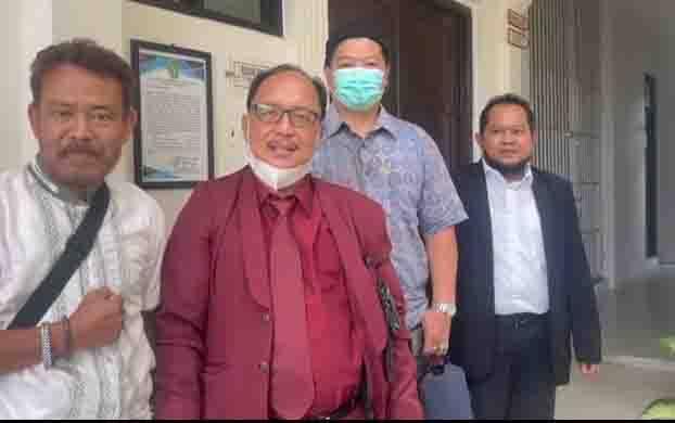 Harsono Wahono alias Sansan dan tim hukum Mahdianur dan rekan