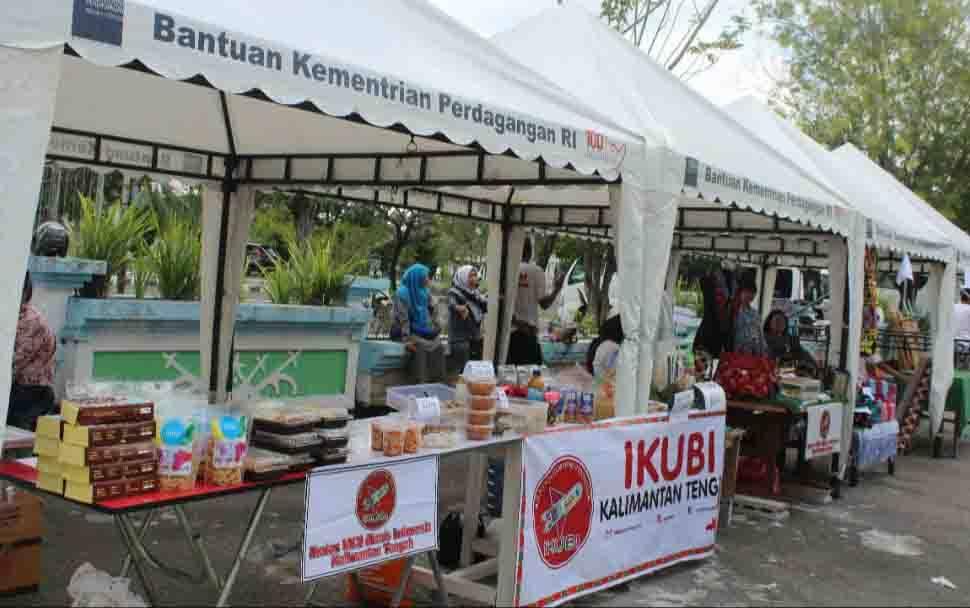 Pelaku UMKM Kota Palangka Raya saat memamerkan produknya.