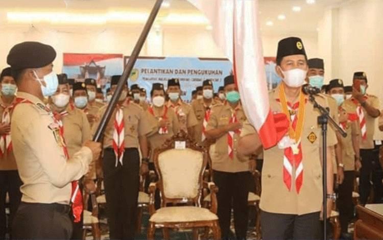 Bupati Barito Utara, H Nadalsyah saat dilantik menjadi ketua Mabicab Gerakan pramuka KabupatenBarito Utara, Rabu 16 Juni 2021.