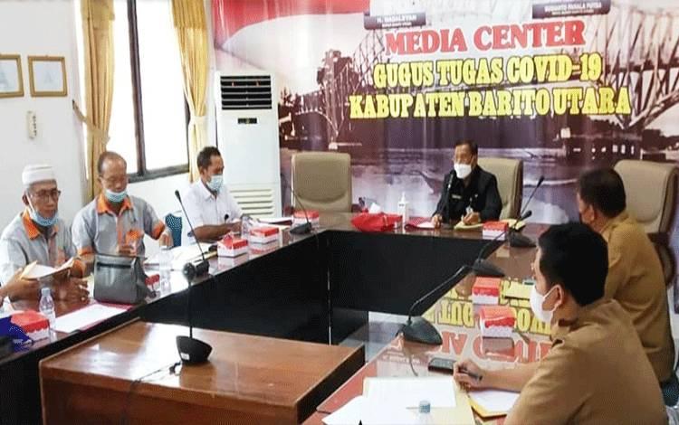 Rapat pembahasan laporan keuangan Perusda pada Triwulan 1 dan bulan Mei tahun 2021 dilaksanakan di ruang rapat Setda lantai II, Rabu 16 Juni 2021.