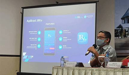 Kepala Cabang Kalteng, M Iqbal Hasanuddin memberikan penjelasan kepada para awak kendaraan umum dalam kegiatan Diklat, Rabu, 16 Juni 2021.
