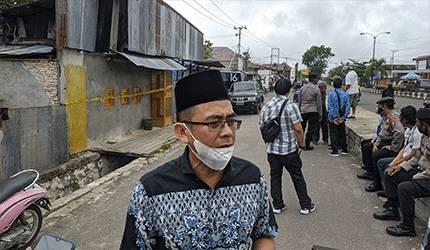 Wakil Ketua Nahdatul Ulama Zaman, saat melihat penyegelan toko miras oleh Polres Kotim.