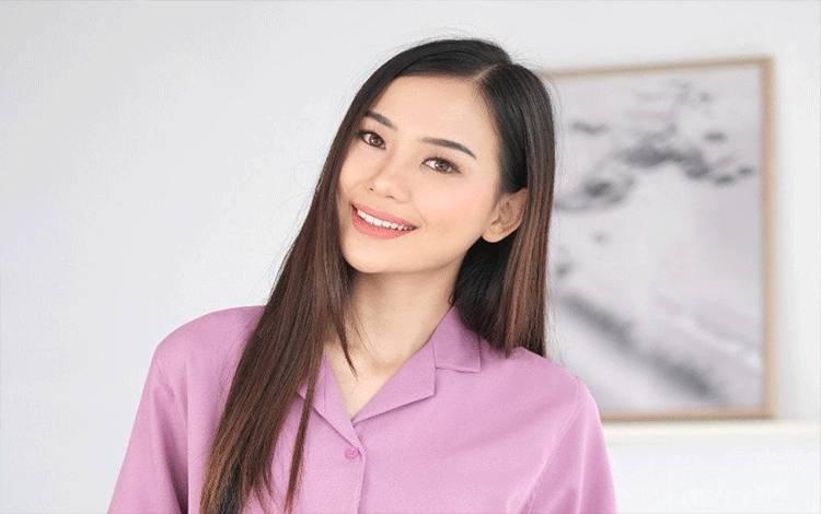 """Evelina Witanama, pemenang Online Casting Ikatan Cinta KLAKLIK yang akan menjadi karakter baru dalam sinetron """"Ikatan Cinta"""" (ANTARA/MNC Pictures)"""