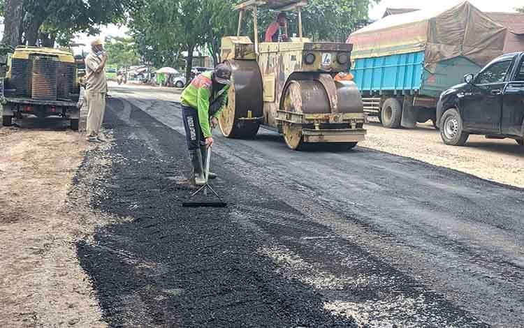 Jalan Rusak di Kota Sampit Mulai Ditangani