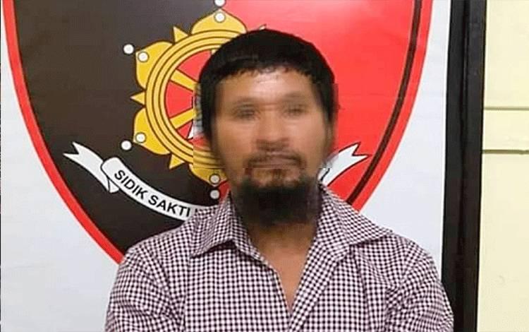 HS, terduga pengedar judi kupon putih di Kecamatan Dusun Tengah Kabupaten Barito Timur.
