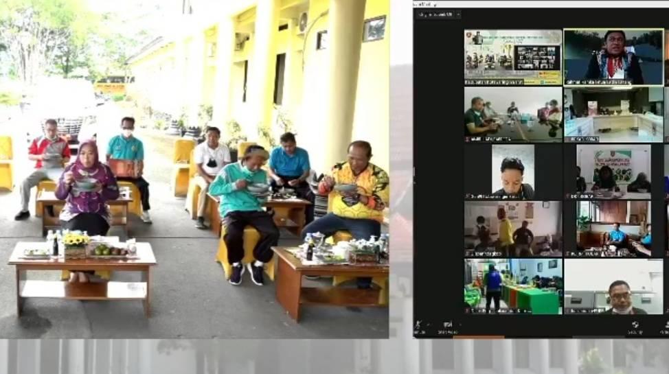 Ketua Umum Kadin Kalteng, Rahmat Nasution Hamka (pojok kanan atas) saat ikuti syukuran santap Coto Manggala bersama Bupati Kobar secara virtual.