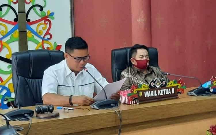Paripurna DPRD Palangka Raya tentang penyampaian pidato pengantar wali kota.