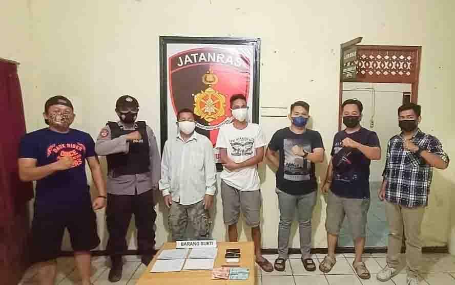 A (52) dan N (42) saat diamankan personel Unit Reskrim Polsek Dusun Tengah.