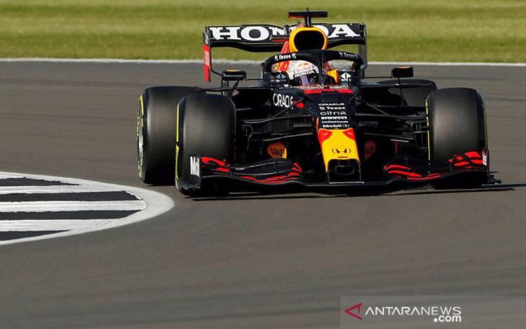 Pebalap tim Red Bull Max Verstappen menjalani sprint race Grand Prix Inggris, Sirkuit Silverstone, (17/7/2021). ANTARA/REUTERS/Andrew Couldridge/aa. (REUTERS/ANDREW COULDRIDGE)