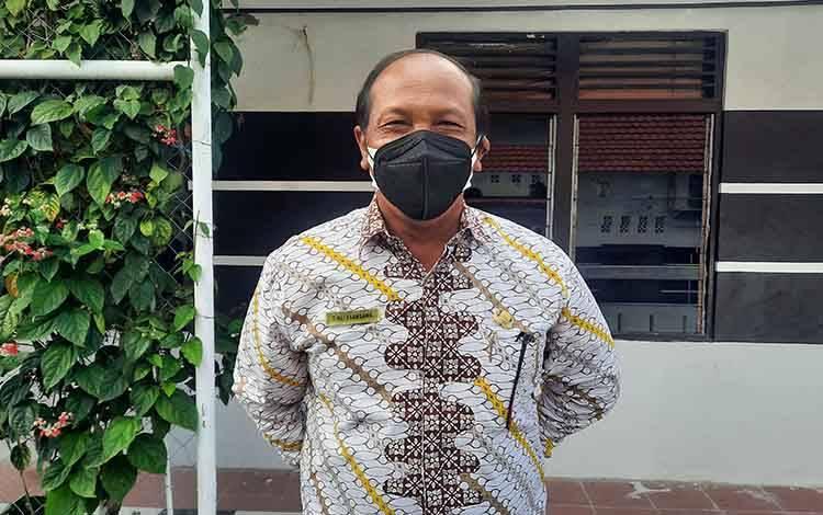 Asisten I  Bupati Tengku Alisyahbana.