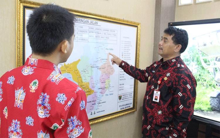 Kepala Dinas Pekerjaan Umum dan Penataan Ruang (PUPR) Provinsi Kalimantan Tengah (Kalteng) Shalahuddin menjelaskan terkait peningkatan infrastruktur pembangunan dan penataan di wilayah Kalteng (Sumber Fotommc.kalteng.go.id)