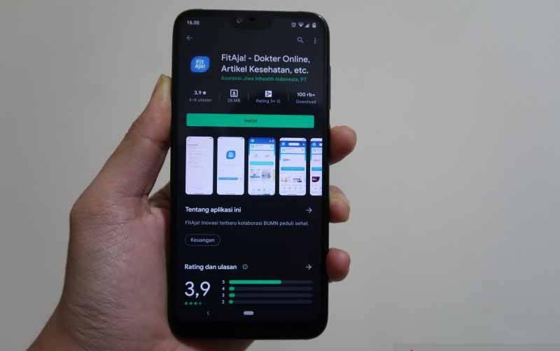 Aplikasi FitAja! yang diakses melalui Google Play Store. (foto : ANTARA/Sugiharto Purnama)