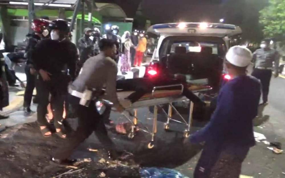 Korban kecelakaan lalu lintas di Jalan A Yani Sampit saat dilarikan ke Rumah Sakit Umum Daerah (RSUD) dr Murjani.