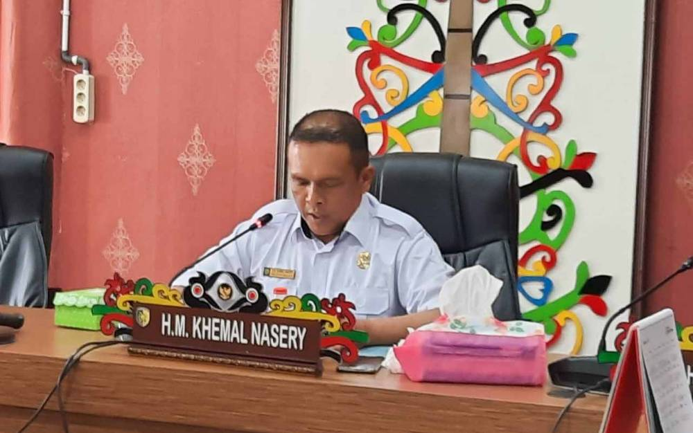 Juru Bicara Fraksi Golkar DPRD Palangka Raya HM Khemal Nasery bacakan pandangan umum terkait Raperda Protokol Kesehatan.