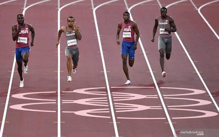 Sprinter Kanada Andre De Grasse (kedua kiri) memacu langkahnya dalam final 200 meter putra cabang atletik Olimpiade Tokyo 2020 di Stadion Olimpiade Tokyo, Jepang, Rabu (4/8/2021). ANTARA FOTO/Sigid Kurniawan/rwa.
