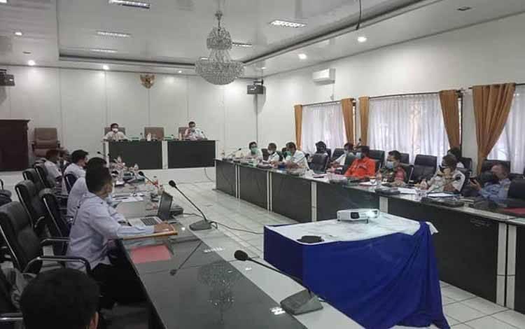 Rapat persiapan pengumuman hasil seleksi administrasi calon ASN Tahun 2021 di Lingkup Kabupaten Barito Utara di Muara Teweh, Rabu (28/7/2021)